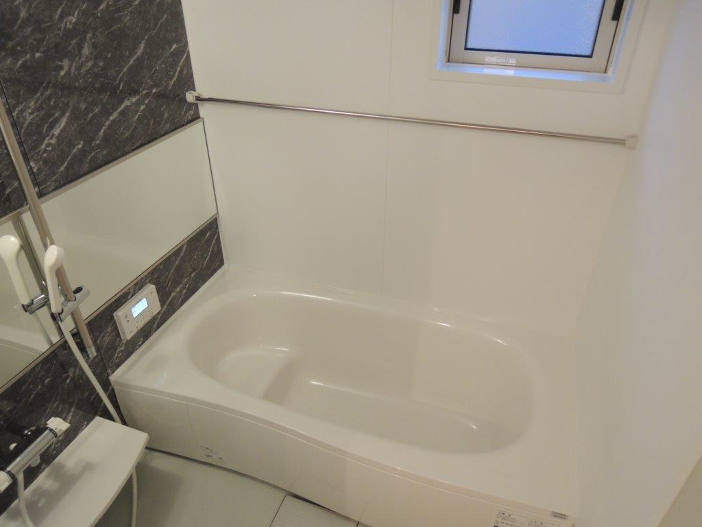 浴室は1800×1800規格 鏡は横1350×縦450サイズ