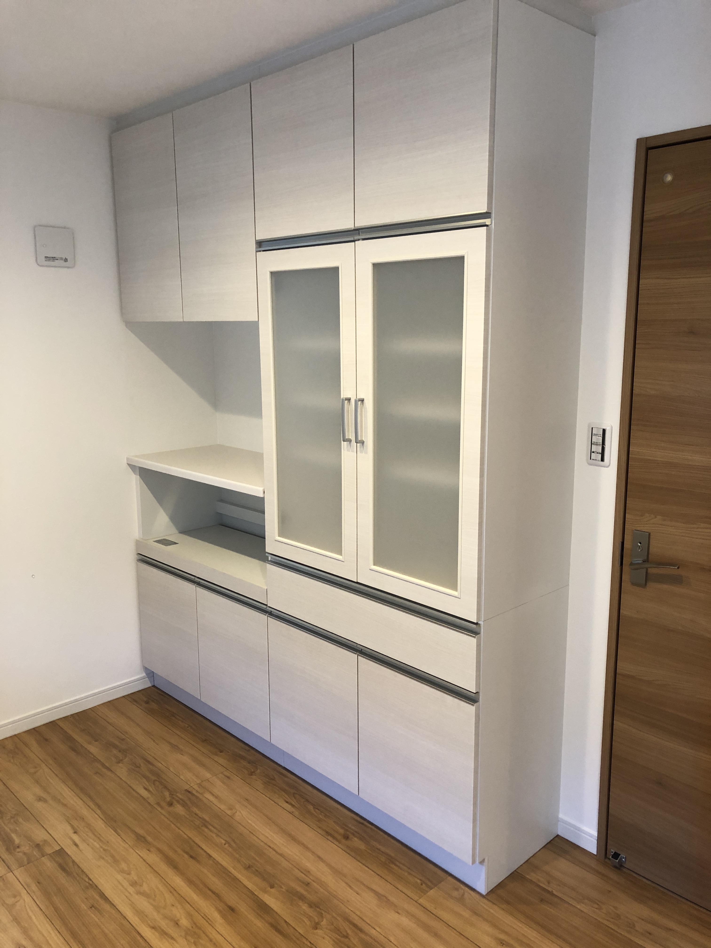 食器棚は据え置き型