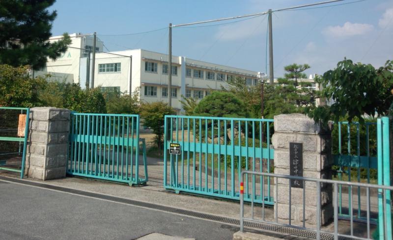 津田中学校